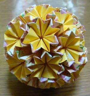NO.010:小花柄 黄×黄 の5センチ角