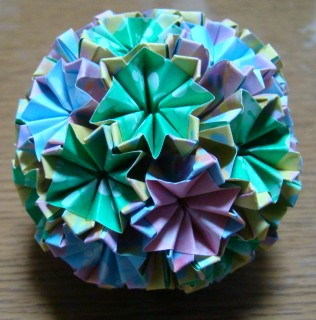 NO.013:ふわ花柄 緑×黄20・桃×空3・空×桃7 の5センチ角